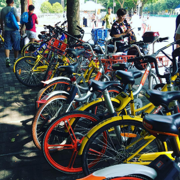 The two market leaders: Mobike (orange) and Ofo (yellow)